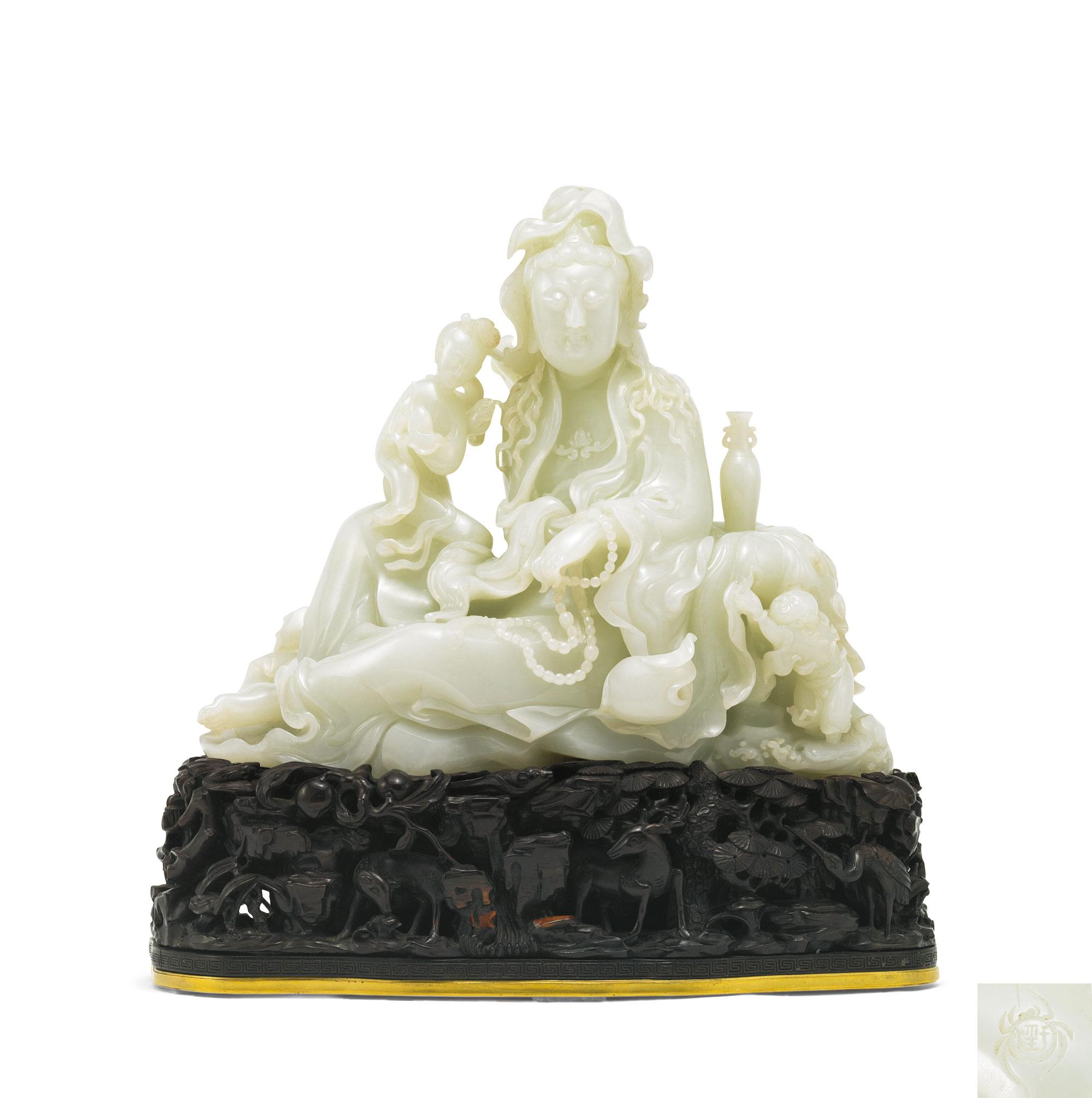 此外,当代玉雕大师于泾雕童子观音坐像以3220万元成交,一尊高50厘米的